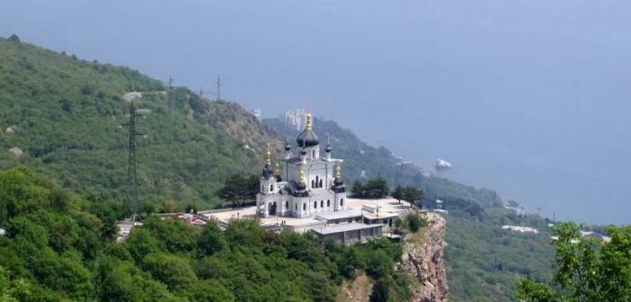 Вид на Форосскую церковь с Байдарских ворот