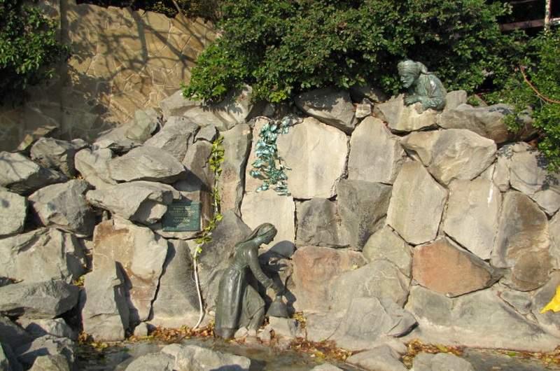 Скульптурная композиция Девушка Арзы и разбойник Али-Баба